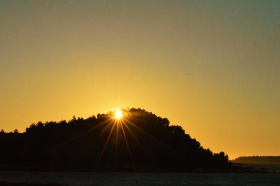 Peyriac-de-Mer, Франция: Sunrise from the balcony.