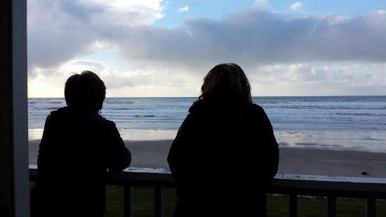 Rockaway Beach, Орегон: My friends enjoying the view.