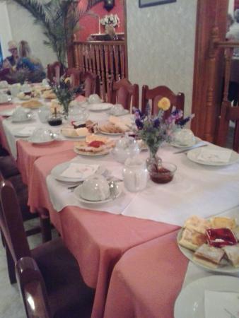 The Town of Gaiman : Mesa de Te y tortas