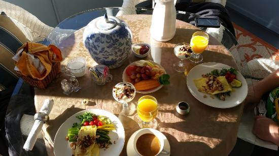 Meranova Guest Inn: 20151212_090045_large.jpg