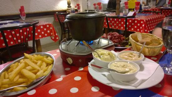 L'etape: The meat fondue.