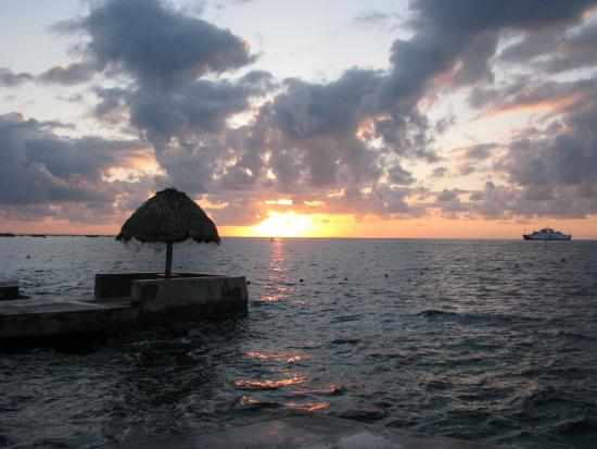Scuba Club Cozumel: sunset from pier