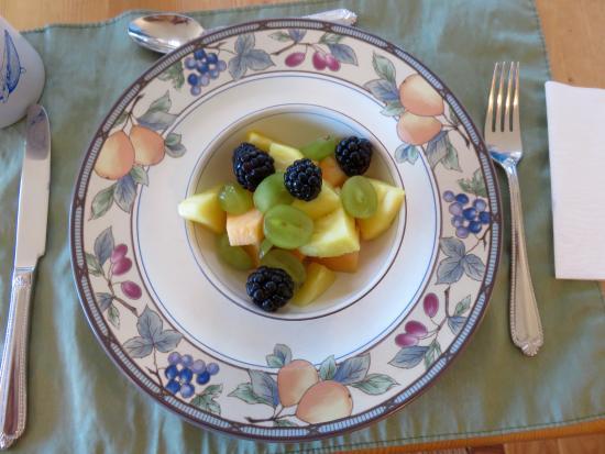 9 Iron Inn: First Class Breakfast