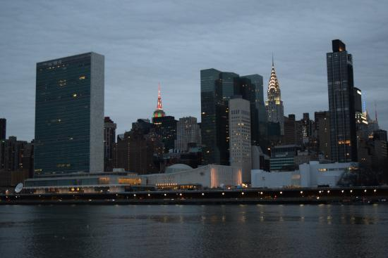 un picture of the roosevelt island tramway new york city rh tripadvisor ca