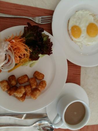Breakfast @ The Papandayan_large.jpg