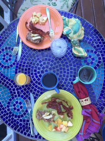 Garden by the Sea B&B: yummy breakfast!