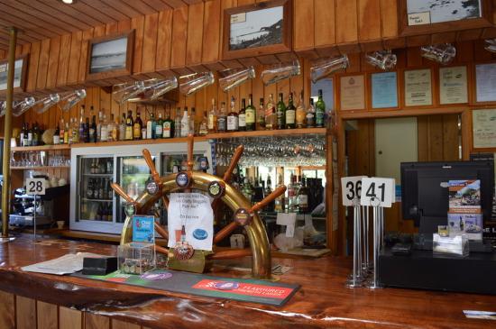 Moeraki Tavern: The bar