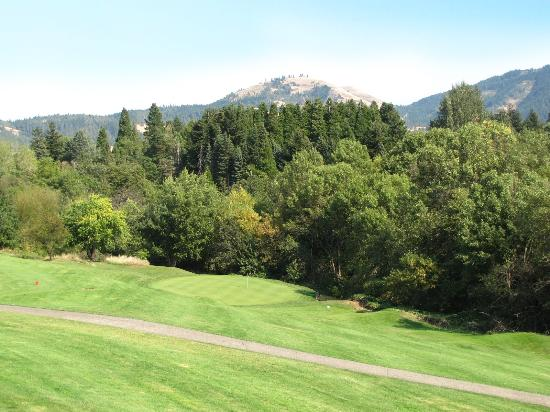 Hood River, OR: Beyond and above the green, Pacific Northwest meets High Desert