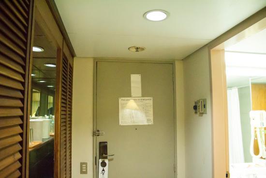 Hotel Venetur Alba Caracas: Puerta de entrada habitación