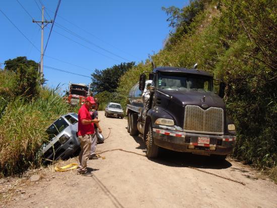 Historias Lodge: Luis Familie half sogar noch bei der Bergung unseres Autos! Sixt hats alleine nicht geschafft.