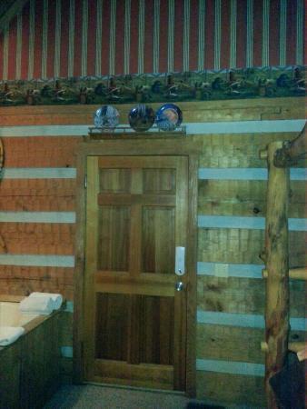 Timberwinds Log Cabins: front door