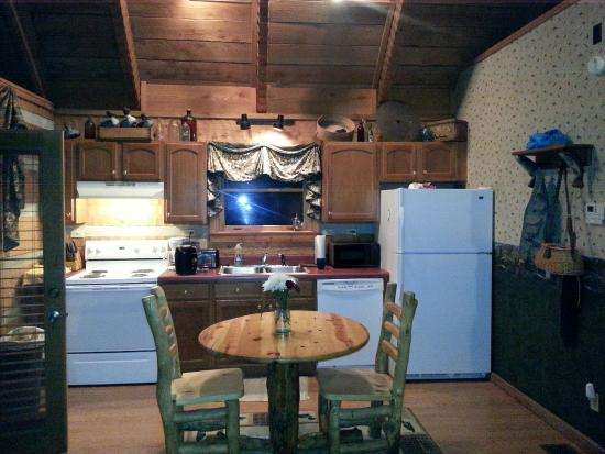 Timberwinds Log Cabins: Kitchen