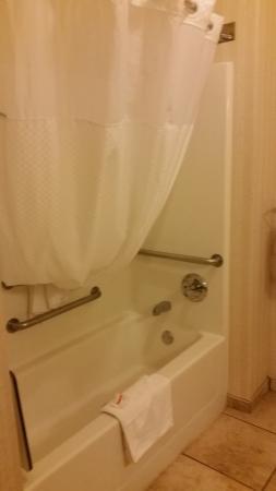 nice warm shower picture of days inn by wyndham wellington fort rh tripadvisor com