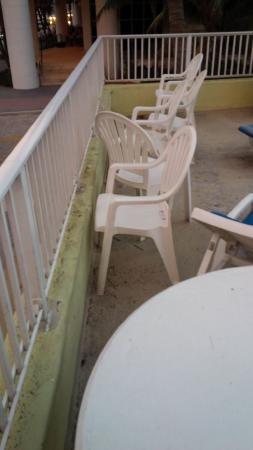 Silver Seas Beach Resort: Inviting Sun Deck, please.