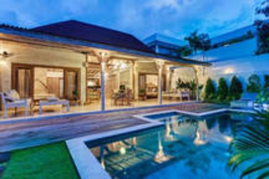 Villa Asia Private Villa by Ngeuluwungan