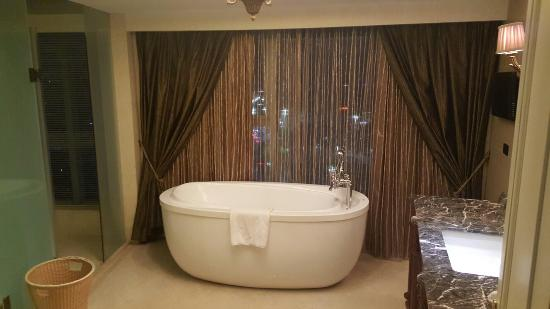 Baiteng Lake Holiday Resort Hotel