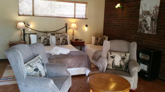 Alberton, Republika Południowej Afryki: Luxury Loft Family Room @ Greenfields Gold (Room 16) with balcony overlooking golf course