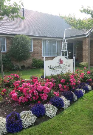 Magnolia Rose Bed & Breakfast : façade entrée