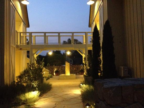 Farmhouse Inn & Restaurant: buildings at night