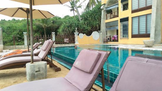 Thaproban Pavilion Resort and Spa: pool side