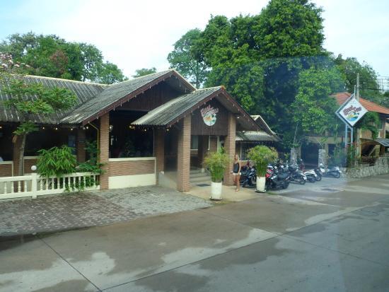 East Sea Resort Hotel: вход в отель