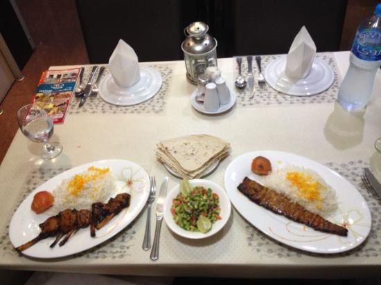Hatam Al Tae Restaurant: the meal