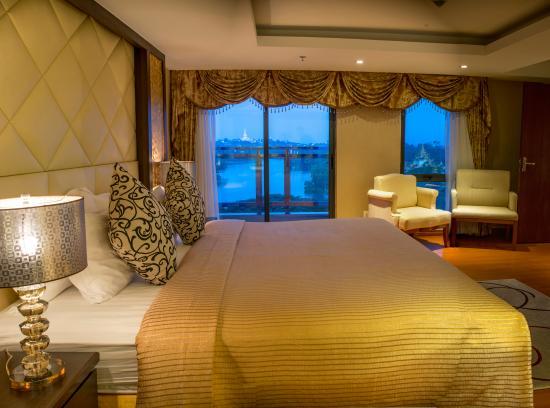 Esperado Lake View Hotel