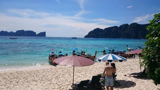 Kamala Beach Resort (a Sunprime Resort): Beach from the Hotel