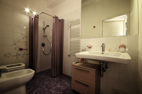 Accessori Bagno Anni 80 : Bagno camera anni foto di bedrooms b pescara
