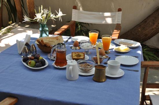 Vincenzo Family Hotel: Breakfast