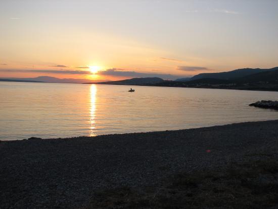 Klenovica, โครเอเชีย: Západ sluníčka nad ostrovem Krk