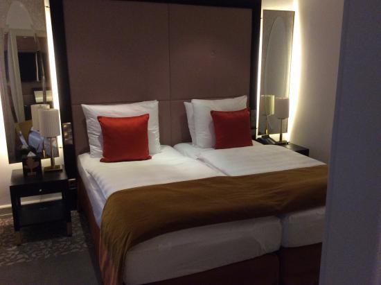 Schlafzimmer - Bild von Hotel Vier Jahreszeiten Kempinski München ...
