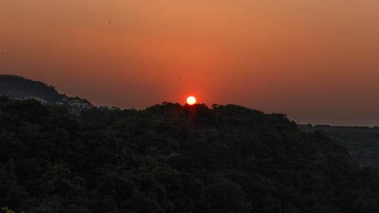 The Machan: Sunset duing the daily nature tour