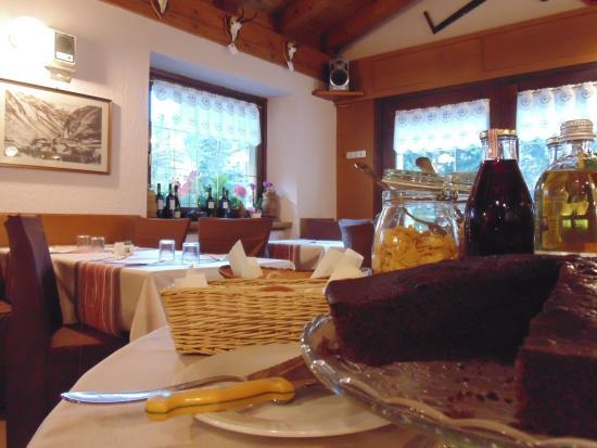 Hotel Coeur du Village: torte fatte in casa
