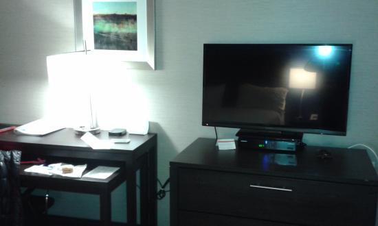 Peekskill, نيويورك: televisión y mesa de trabajo