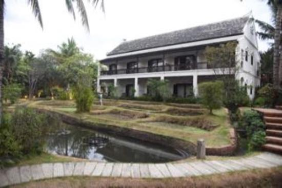 Saraphi, Tailandia: colonial rooms with rice field