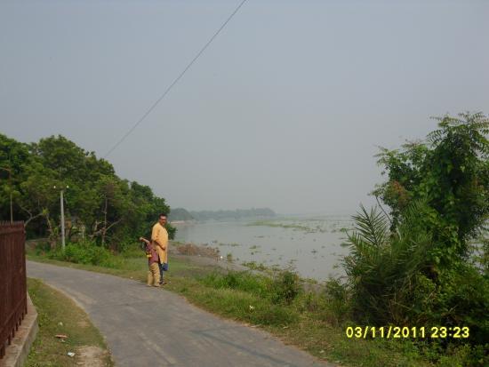 Suhasini Guest House: Icchamoti River - Bangladesh Border