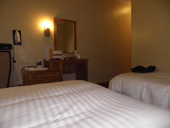 Grande chambre picture of maldron hotel newlands cross for Chambre hote dublin