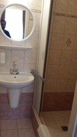 Old Prague Hotel: banheiro