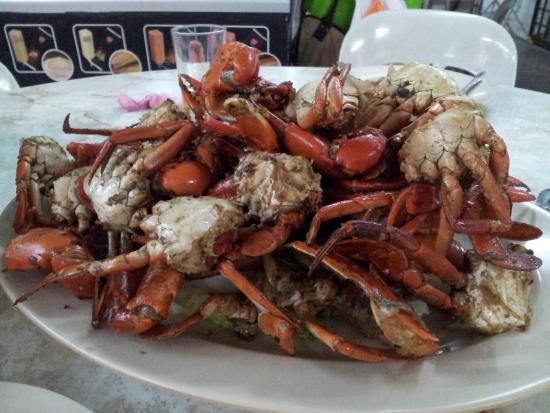 Restoran Mutiara Seafood Village: Salt baked mud crabs