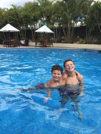 Clarion Hotel Real Tegucigalpa: Boys enjoying the pool