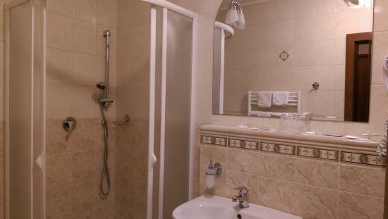 Hotel Majolika bathroom