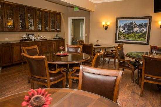 Inn At Crested Butte: Dining Area And Reception Space