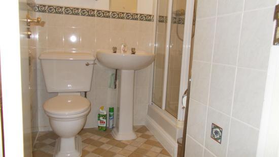 The Old Cider House: Shower Room