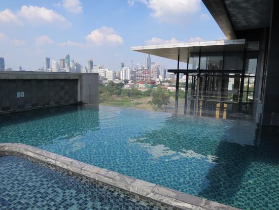 Piscina desbordante picture of aetas lumpini bangkok tripadvisor - Hotel bangkok piscina ...