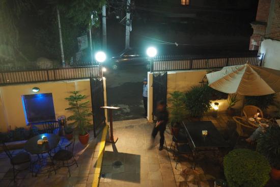 The Ship Restaurant Bar And Lounge: Cour Intérieure Du Restaurant