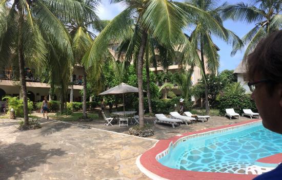 Aquarius Watamu Beach Resort: piscina centrale dell'aquarius