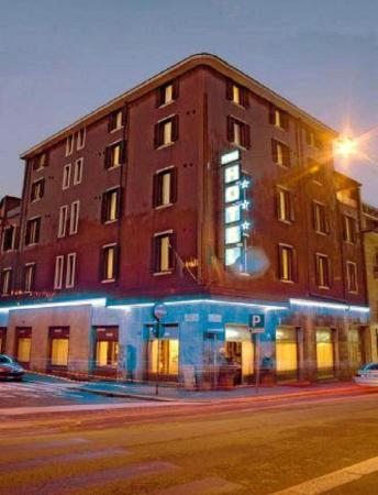 Piccolo Hotel: HOTEL BUILDING