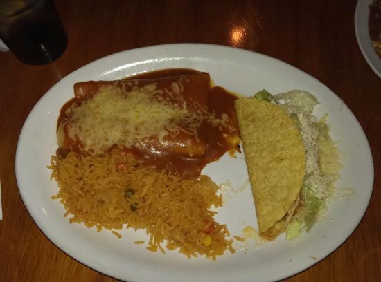 Athen, OH: Enchilada & Taco Platter