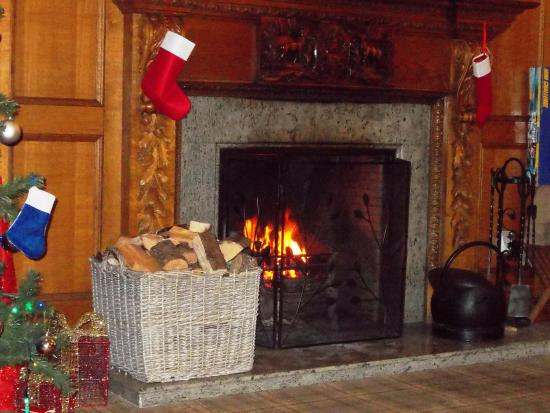 open log fire picture of duke of gordon hotel kingussie tripadvisor rh tripadvisor co uk